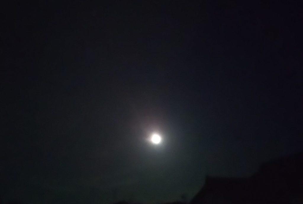 ウエサク祭の満月
