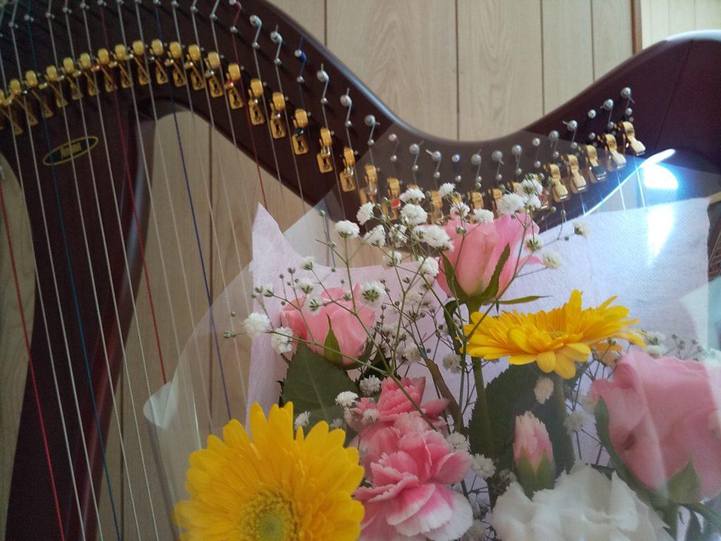 ハープと花
